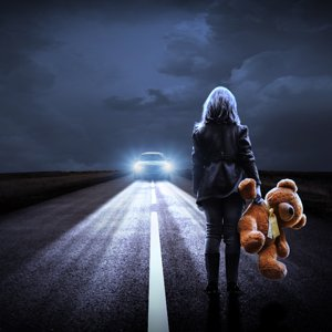 girl_teddy_bear_night_road_4k-3840x2160.jpg