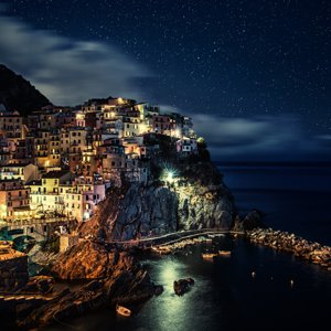 manarola_night_italy_4k-3840x2160.jpg